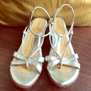 Born Silver Strappy sandals 6m Walk forever comfy!
